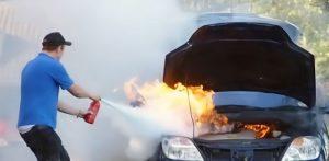 pemadam api ringan untuk mobil