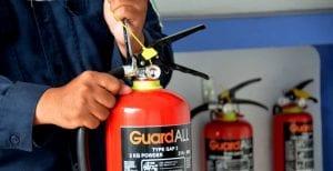 Cara Isi Ulang Alat Pemadam Api Ringan Tahap Pengencangan Head